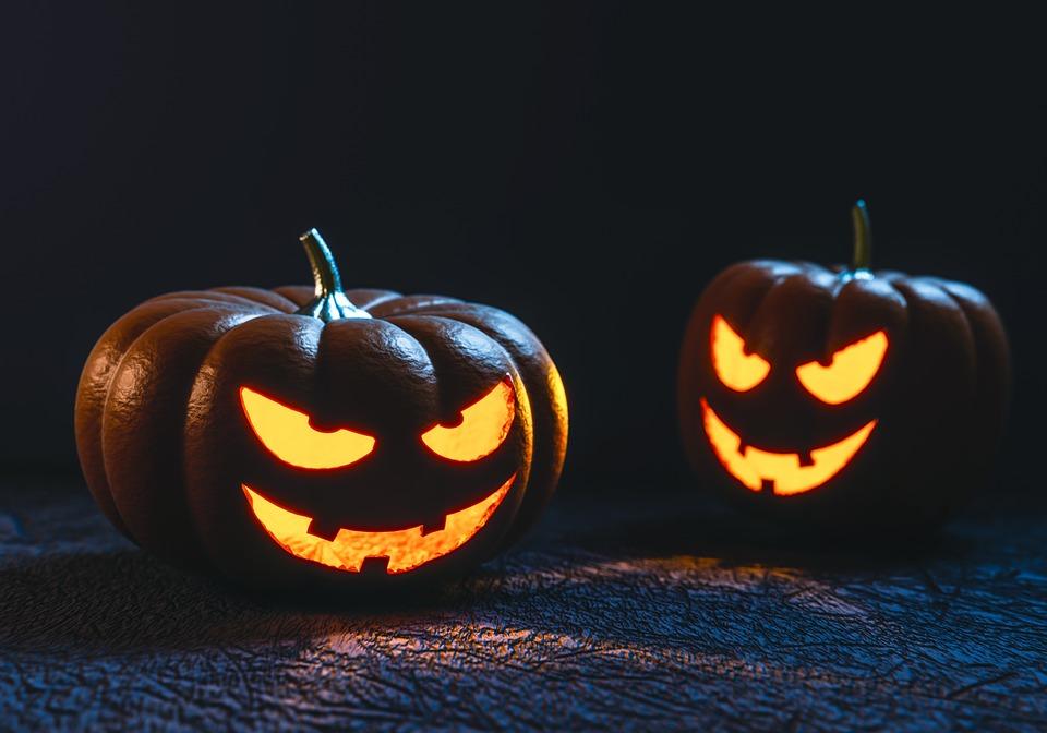 Manualidades con papel de Halloween para niños con cosas recicladas
